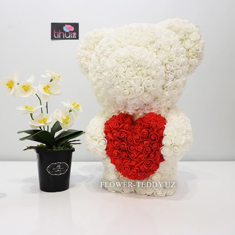 Белый мишка из роз с красным сердцем - 55 см